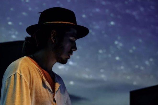 Turker 'Afraid Of' kısaçalarının canlı performans videosunu paylaştı