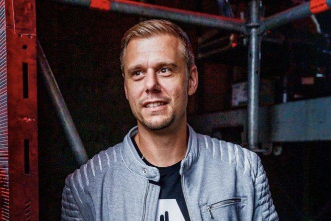 Armin van Buuren sadece ortak yapım projelerden oluşan albüm çıkardı