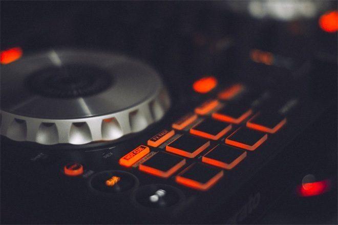 """Techno anksiyeteyi hafifletmede """"en az etkili"""" müzik türü"""