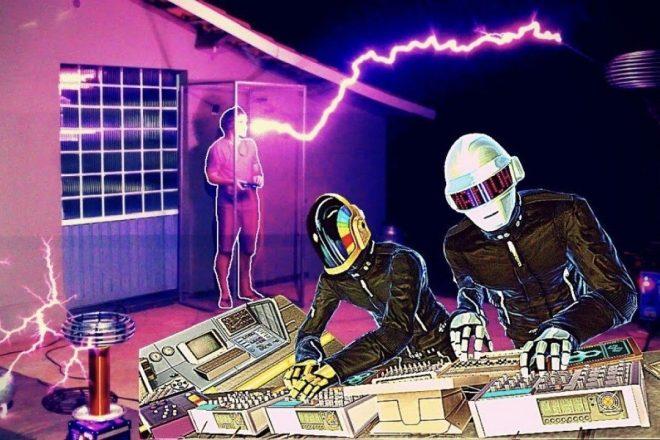 Tesla bobinleriyle Daft Punk'ın 'Around The World' parçasına cover yapıldı