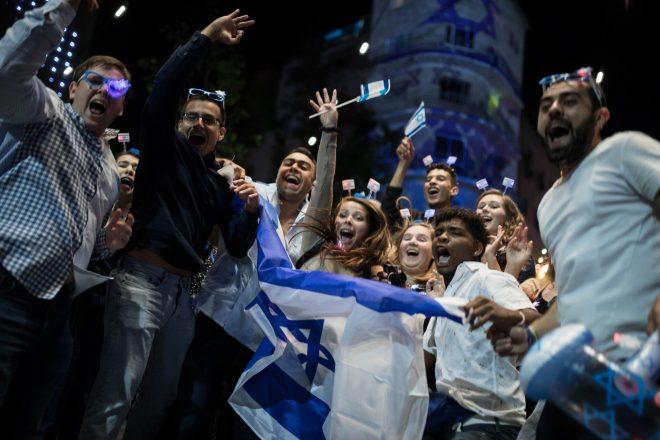 Pandeminin kontrol altına alındığı İsrail'de büyük konserlere onay