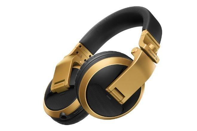 Pioneer altın rengindeki yeni kulaklık modelini tanıttı