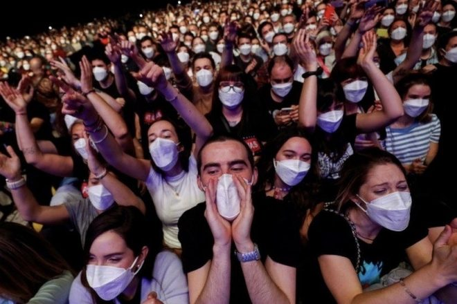 İspanya'daki 5.000 kişilik test konserinde enfeksiyon yayılım riskine rastlanmadı