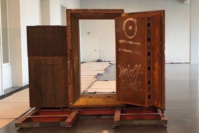 Berlin'in ünlü kulübü Tresor'un kapısı yeni bir müzede sergileniyor