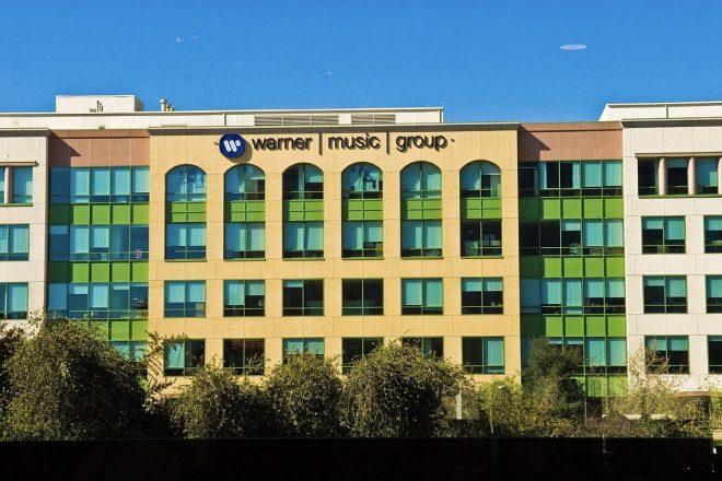 Warner'ın müzik dinleme platformlarından geliri son bir yılda 2 milyar dolara, şirket kârı 258 milyon dolara ulaştı
